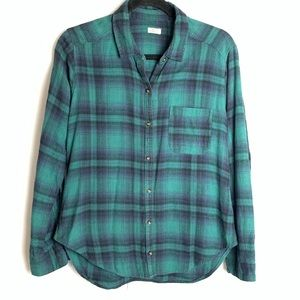 Hollister Flannel Long Sleeve button down shirt. M